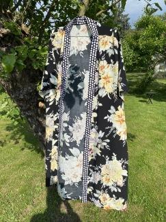 Kimono svart blomster