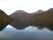 Berget speglar sig i fjorden.