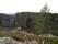 ...med stora klippblock och många stenar...