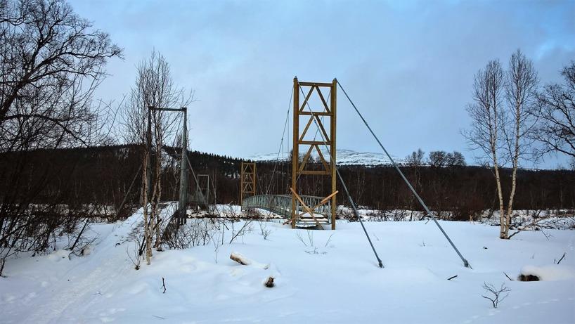 En ny hängbro (som inte ännu är klar) håller på att byggas över Vålån strax utanför Vålådalen.