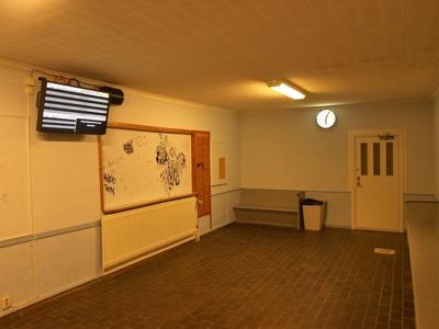 Väntsalen i stationshuset i Björkliden, har sin ingång på sidan av huset, så det kan vara lite knepigt att hitta in dit.