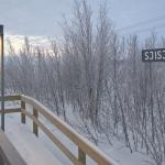 Hållplatsen i Sjisjka en kall och tidig marsmorgon.