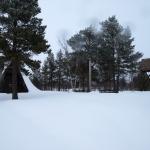 Det var rejält med snö att plumsa i vid kapellet i Kaitum.