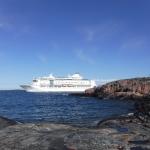 Birka Cruises passerar utanför Kobba Klintar.