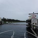 Slussporten i Falsterbokanalen sänks ner under vattenytan då den öppnas.