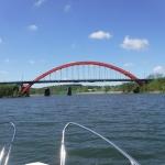 En järnvägsbro.