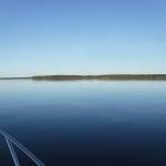 ...spegelblank just denna dag, eftersom att vi hade en riktig långkörning över sjön under dagen,...