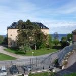 Vid Karlsborgs fästning och i bakgrunden skymtar Vättern.