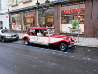 Det fanns många bilar i Prag som såg gamla ut,...