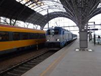 Vid en perrong vid Prags centralstation.