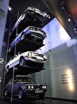 En BMW av första generationen ur respektive serie. Alltså en 3:serie, en 5:serie, en 6:serie och en 7:serie.