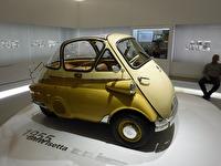 BMW Isetta, lär ha funnits både som trehjuliga och fyrhjuliga.