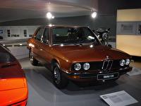 BMW 518. En sådan typ av bil hade mina föräldrar när jag föddes och var liten.