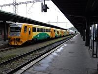 Ett gult tåg.