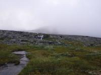 Vattnet kommer ner från berget.