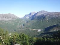 Nere i fjälldalen ligger den lilla byn Fjellbu.