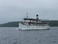 På väg in mot Södertälje så mötte jag Göta kanalbåten M/S Juno som är tillverkad 1874 och som man kan åka med mellan Stockholm och Göteborg längs bland annat Göta kanal.