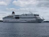 Jag träffar på Viking Line-båten Cinderella ute på havet.