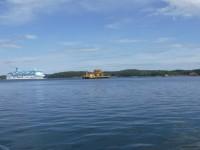 Även Silja Line-båten Galaxy dök upp i närheten av Ljusteröleden.