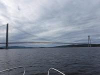 Här är alltså Ångermanälvens utlopp i havet, där den rinner ut under Högakustenbron.