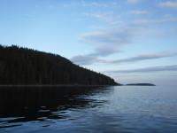 Med båt mot norr.