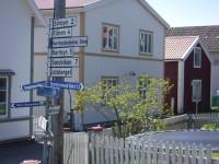 Vägskyltar med avståndshänvisning på Norra Ulvön.