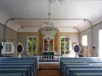 Inuti Ulvö kyrka.