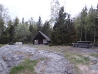 """Längst ner på Holmön, vid """"Sörisundet"""" finns denna rastplats."""