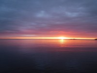 Mitt i natten stiger solen upp.