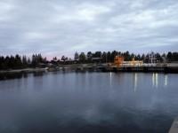 Vid Byviken på Holmön lägger färjorna till och här finns även gästplatser, matvarubutik och museum.