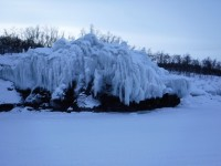 Isen har bildat fina skulpturer.
