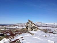 På en kulle med mobiltäckning vid Vålåstugorna.