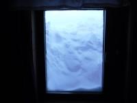 Det var mycket snö utanför fönstret vid Gåsenstugorna.