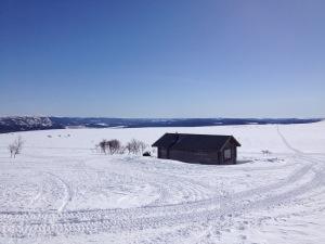 En raststuga som är belägen längs en snöskoterled, cirka en kilometer från Malmbäckstugan.