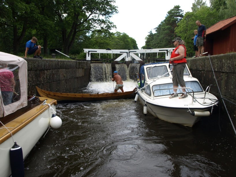 En slussning i Strömsholms kanal som inte sker helt exemplariskt...
