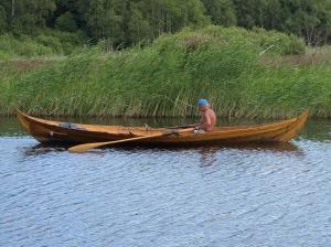 Norrmannen med sin fina träroddbåt.