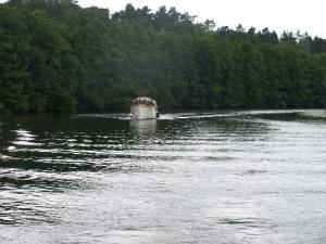 Färden längs Strömsholms kanal går vidare.