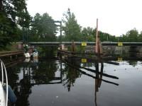 Några broar i Strömsholms kanal är öppningsbara, som denna vid Västerkvarn.