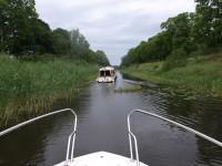 Nu har vi och de andra båtarna strax tagit oss igenom hela Strömsholms kanal.