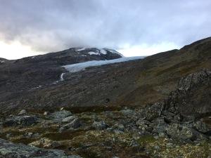 Invid Storsteinshytta finns det glaciärer.