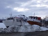 Båtar i Kilpisjärvi som man sommartid kan åka med för att korta ner vandringen om man vill till Treriksröset.