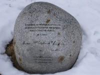 Vid Treriksröset finns en sten som ett minnesmärke från invigningen av Nordkalottleden för cirka 25 år sedan.