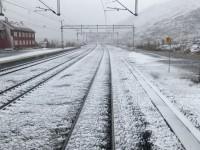 På morgonen under samma dag som jag började min fjälltur så passerade jag stationen Bjørnfjell i Norge och redan då var det snöigt där.
