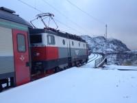 Jag blir avsläppt på järnvägshållplatsen Søsterbekk i Norge.