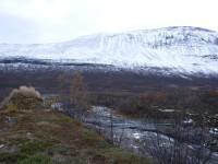 En hängbro mellan Vistasstugan och Lisas stuga.
