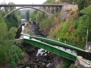 Akvedukten i Håverdud, sedd från ett tågfönster.