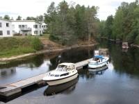 Några båtar strax ovanför den övre slussen i Töcksfors.