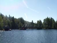 Vi ska strax passera den öppna järnvägsbron i änden av Bengtsbrohöljen.