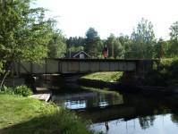 Vi väntar på att järnvägsbron ska öppnas för oss i Långbron.