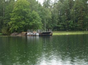 I sjön Ånimmen finns en liten linfärja, som används mellan ön Henriksholm och fastlandet.
